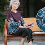 Pre-Order เสื้อผ้าผู้หญิง อายุ 60 up ผ้าพิมพ์ลายเพรสลี่โทนม่วง แขนยาว คอกลม กระดุมหน้า