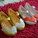 รองเท้าคัทชูยาง สีเหลือง หัวใจเงิน