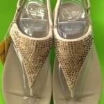 รองเท้า Fitflob Flare Sandal เพชรกระจายรัดส้น สีครีม No.FF027