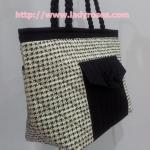 กระเป๋าสะพาย นารายา ผ้าคอตตอน ลายชิโนริ มีกระเป๋าหน้าติดโบว์เล็กๆ น่ารัก สายหิ้ว หูเปีย (กระเป๋านารายา กระเป๋าผ้า NaRaYa กระเป๋าแฟชั่น)