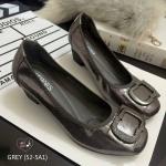 รองเท้าคัชชู สูง 2 นิ้ว ทำจากผ้าสีออกเมทัลลิคด้านหน้าแต่งอะไหล่ขอบเป็นยางนิ่ม