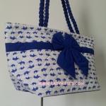 กระเป๋าสะพาย นารายา Size L ผ้าคอตตอน พื้นสีขาว ลายช้างแม่-ลูก สีน้ำเงิน ผูกโบว์ สายหิ้ว หูเกลียว (กระเป๋านารายา กระเป๋าผ้า NaRaYa กระเป๋าแฟชั่น)