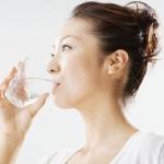 ดื่มน้ำอุ่นๆหลังตื่นนอนและดื่มน้ำเปล่าตอนท้องว่าง ช่วยรักษาโรค
