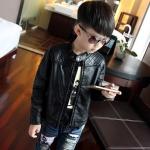 เสื้อแจ็คเก็ตเด็กสีดำ