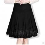 (Pre-order) กระโปรงย้วย ผ้าขนสัตว์สีดำ ปักลูกไม้สีเทา และปักหมุดสีนิล