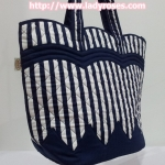 กระเป๋าสะพาย นารายา Size M ผ้าคอตตอน พิมพ์ลายทาง สีน้ำเงิน-ขาว สุดฮิต ทรงเปลือกไข่ (กระเป๋านารายา กระเป๋าผ้า NaRaYa กระเป๋าแฟชั่น)