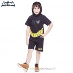 ( 3-4-5 ปี ) ชุดแฟนซี เด็กผู้ชาย Bat Man สีดำ เสื้อแขนสั้น มีตัวค้างคาวไฟกระพริบตรงหน้าอก มีหมวก(ฮู้ด) สกรีนลายหน้ากาก กางเกงขาสั้น ชุดสุดเท่ห์ ใส่สบาย ลิขสิทธิ์แท้ (สำหรับเด็ก3-4-5 ปี)