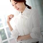 (Pre-Order) เสื้อผ้าแฟชั่นเกาหลีปี 2014 เสื้อเชิ้ตคอปกแขนยาว เสื้อเชิ้ตทำงาน เสื้อผ้าทำงาน กระดุมหน้า ผ้าชีฟองสีขาว ระบายที่หน้าอก