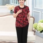 Pre-Order เสื้อผ้าผู้หญิง อายุ 60 up ผ้าพิมพ์ลายสีแดง แขนสั้น คอกลม กระดุมหน้า กางเกงเอวยางยืด