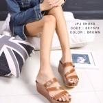 รองเท้าเตารีดแบบสวม วัสดุหนังพียูนิ่มสายไขว้ใส่เดินสบาย แต่โลโก้จรเข้ ส้นสูง 2.5 นิ้ว