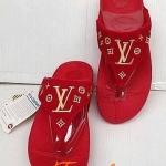 รองเท้า fitflop ลาย LVสีแดง ราคา 570 บาท