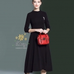Premium black dress collections ชุดเดรสผ้ายืดคอตตอนผสมโพลี่ ผ้าอย่างดีสุภาพใส่ทำงานได้ เนื้อหนามีน้ำหนักใส่แล้วเก็บรูปร่าง แบบแขนยาวคลุมศอก มีเข็มกลัดที่อกตามแบบค่ะ ชุดแบบเรียบๆแต่ดูดี มาหลายไซส์ให้เลือกค่ะ สีดำ ซิบหลัง ผ้าคอตตอนโพลี่ เนื้อไม่ยับเก็บรูปร่