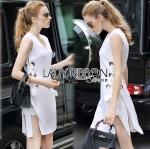 Lady Ribbon's Made Lady Lucy Minimal Chic Metal Loop Ribbon White Dress เดรสผ้าวิสโคสตกแต่งห่วงเหล็กผูกโบสไตล์มินิมัลชิค ตัวนี้เก๋ไม่เหมือนใครสุดๆ ทรงชุดเป็นแขนกุด แต่เพิ่มความโดดเด่นด้วยด้านข้างปักห่วงเหล็กสีเงินเป็นแถบยาวลงมาแล้วผูกผ้าเป็นโบ ด้านข้