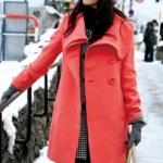 เสื้อผ้าแฟชั่นนำเข้า :เสื้อโค้ทกันหนาว พร้อมส่ง สีชมพูสดใส เสื้อโค้ทตัวยาว คอป้ายนิดหน่อย ติดกระดุมเม็ดใหญ่น่ารัก แต่งสายคาดเอวด้านหลัง ใส่ไปเที่ยวต่างประเทศได้ค่ะ แขนยาว มีซับใน มีกระเป๋าใช้งานได้