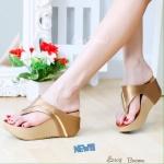 รองเท้าส้นเตารีดแบบหนีบ วัสดุหนังพียูนิ่มมาก ดีเทลสายคาดตัดหนังด้วยเมทาลิคสีทอง