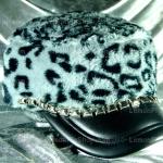 หมวกขนสัตว์นุ่ม ลายเสือโทนเทาดำ ทรงหัวตัด มีโซ่ด้านหน้า