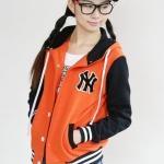 เสื้อกันหนาวแฟชั่นเกาหลี : เสื้อกันหนาว พร้อมส่ง สีส้ม แขนสีดำ ติดกระดุมแป๊กด้านหน้า มีฮูทสุดเท่ห์