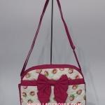 กระเป๋าสะพาย นารายา ผ้าคอตตอน ลายสตอเบอรี่ ติดโบว์ (กระเป๋านารายา กระเป๋าผ้า NaRaYa กระเป๋าแฟชั่น)