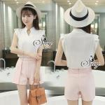 Sevy Two Pieces Of Sleeveless Shirt With Rose Pink Short Type: Shirt+Shorts (Sets) Fabric: Shirt(Cotton)+Shorts(Polyester) Detail: เซทเสื้อเชิ้ตคอวีแขนกุ๊ดสีขาว แต่งระบายขอบแขนเสื้อ มาเข้าเซทกับกางเกงแต่งกระดุมหน้าคู่ขนานเย็บเล่นดีเทลเก๋ๆคล้ายการพับขอบข้า