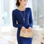 เสื้อกันหนาวแฟชั่นเกาหลี : เสื้อกันหนาวไหมพรม พร้อมส่ง สีน้ำเงิน คอกลม แต่งลายถักเก๋ๆ แฟชั่นมาใหม่ สำหรับหนาวนี้