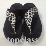 Fitflop SUISEI sandal ลายเสือสีดำ 700 บาท