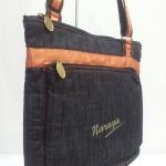 กระเป๋าสะพาย นารายา ผ้าเดนิม ทรงสี่เหลี่ยม สียีนส์เข้ม ขอบส้ม มีโลโก้นารายาด้านหน้า (กระเป๋านารายา กระเป๋าผ้า NaRaYa กระเป๋าแฟชั่น)