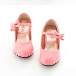 รองเท้าคัทชูเด็กมีส้นสีชมพู