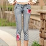 Pre-Order กางเกงยีนส์ฟอก ยีนส์ขาด ขาสี่ส่วน เนื้อผ้านิ่ม เนื้อบาง ปักดอกไม้สีชมพู