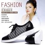 """""""พรีออเดอร์"""" รองเท้าแฟชั่นผู้หญิง ส้นเตี้ย หัวแหลม หนังแท้ ผสมผ้าลูกไม้ สีดำ Brand: Xuan Hong Mi"""