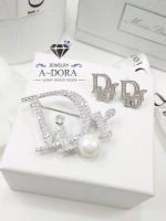 พร้อมส่ง ~ ต่างหู และ เข็มกลัด Dior น่ารักๆ งานเพชรฝังล้วนๆ มุกเงามาก แลดูดีมีราคา