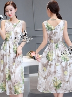 พร้อมส่ง ~ Sevy Printed Flora Sleeveless Midi Dress