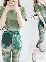พร้อมส่ง ~ Sevy Two Pieces Of Round Neck Blouse With Print Flora Pants Sets