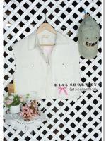 เสื้อกั๊กแฟชั่น อย่างดี ผ้าเนื้อหนาเนียนเรียบ พิมพ์ลายด้านหลังตามภาพ สีขาวเบจ