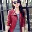 Pre-Order เสื้อแจ็คเก็ตหนัง เสื้อแจ็คเก็ตผู้หญิง เข้ารูปพอดีตัว คอจีน สีแดง แต่งซิปเก๋ แฟชั่นเกาหลี thumbnail 2