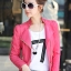 Pre-Order เสื้อแจ็คเก็ตหนัง เสื้อแจ็คเก็ตผู้หญิง เข้ารูปพอดีตัว คอจีน สีแดงชมพู แต่งซิปเก๋ มีปก แฟชั่นเกาหลี thumbnail 1
