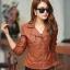 พร้อมส่ง เสื้อแจ็คเก็ตหนัง เสื้อแจ็คเก็ตผู้หญิง เข้ารูปพอดีตัว คอปก สีน้ำตาล แต่งซิปเก๋ แฟชั่นเกาหลี สำเนา thumbnail 2