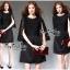 Elegant Black Lace Shawl Korea Dress เดรสสวยสง่าสไตล์งานแบรนด์ หรูหราด้วยทรงเดรสแขนกุด ตกแต่งผ้าลูกไม้เนื้อดีคลุมไหล่และช่วงอกของเดรส ผ่าช่วงแขนให้ดูมีดีเทลสวยสง่า กระโปรงทรงปล่อย งานสวยตามแบบ ใช้เนื้อผ้าอย่างดีในการตัดเย็บ บอกเลยงานนี้พลาดไม่ได้เลยค่ะ เน thumbnail 8