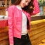 Pre-Order เสื้อแจ็คเก็ตหนังผู้หญิง สีชมพูเข้ม แต่งซิปหน้าและกระเป๋า คอกลม แขนยาว แฟชั่นเสื้อกันหนาวสไตล์เกาหลี thumbnail 1