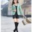 Pre-Order เสื้อสูทผู้หญิงแฟชั่นเกาหลี เสื้อสูทเข้ารูปตัวสั้น ปกใหญ่สองชั้น ตกแต่งด้วยผ้าลูกไม้ที่ปกและตัวเสื้อ แขนยาว กระดุม3 เม็ด 2 แถว thumbnail 2