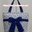 กระเป๋าสะพาย นารายา ผ้าคอตตอน พื้นสีขาว ลายช้างแม่-ลูก สีน้ำเงิน ผูกโบว์ (กระเป๋านารายา กระเป๋าผ้า NaRaYa กระเป๋าแฟชั่น) thumbnail 2