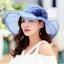 Pre-order หมวกผ้าไหมแท้ติดโบว์ดอกไม้แฟชั่นฤดูร้อน กันแดด กันแสงยูวี สวยหวาน สีฟ้า thumbnail 3
