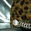 หมวกขนสัตว์นุ่ม ลายเสือโทนน้ำตาล ทรงหัวตัด มีโซ่ด้านหน้า thumbnail 4