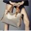 (Pre-order) กระเป๋าสะพายหนังแท้แบบเรียบๆ แฟชั่นกระเป๋าถือ ถุงสะพาย กระเป๋าสะพายสไตล์ยุโรป อเมริกา สีขาว thumbnail 3