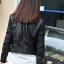 พร้อมส่ง เสื้อแจ็คเก็ตหนัง เสื้อแจ็คเก็ตผู้หญิง เข้ารูปพอดีตัว สีดำ แต่งซิปเก๋ มีปก แฟชั่นเกาหลี thumbnail 3
