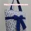 กระเป๋าสะพาย นารายา ผ้าคอตตอน พื้นสีขาว ลายช้างแม่-ลูก สีน้ำเงิน ผูกโบว์ (กระเป๋านารายา กระเป๋าผ้า NaRaYa กระเป๋าแฟชั่น) thumbnail 3
