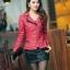 เสื้อแจ็คเก็ตหนัง เสื้อแจ็คเก็ตผู้หญิง เข้ารูปพอดีตัว คอจีน มีปก สีแดง แต่งซิปเก๋ ขลิบดำ แฟชั่นเกาหลี thumbnail 1