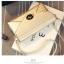 Pre-Order กระเป๋าคลัทช์ปั๊มลายตารางเนื้อมันเป็นเงา สีครีม กระเป๋าแฟชั่นผู้หญิง เปลี่ยนเป็นกระเป๋าถือออกงานหรูได้ หรือใช้เป็นกระเป๋าสะพายไหล่ได้ thumbnail 7