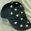 หมวกแก๊ป Cap สีดำ แต่งหัวใจสีขาวเหลือบเงิน เต็มหน้าหมวก thumbnail 2